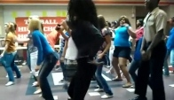 Tomball high school Blunch dancing the wobble